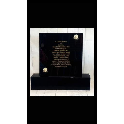 Personalised plaque and plinth